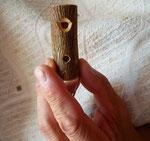 トンビ笛の持ち方