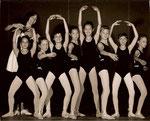 Jubiläumsbild 25 Jahre Ballett in Solln mit ehemaligen Schülerinnen