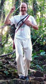 Pascal im Lacandonen-Regenwald in Chiapas. Auf einer verborgenen Pyramide in Bonampak.