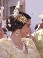"""Eine """"Valenciana"""" mit dem typischen Haar-Schmuck."""