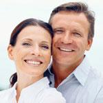 Implantate: Feste Zähne statt herausnehmbarer Teilprothesen