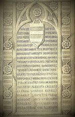 Ehemalige Erinnerungtafel an die Wiederaufrichtung der Burg am Eingangsportal
