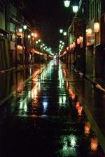雨で横断歩道が見えなくなる