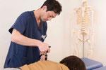 長引く首の痛みや激しい頭痛、シビレ、自律神経症状にはカイロプラクティックをお勧めします。