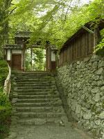 「慈光院」の門