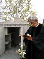 能満霊園 教会墓地にて