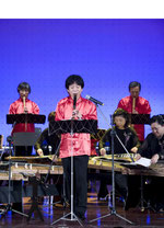 蘇州大学で演奏する岳人山さん