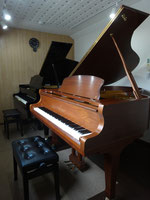 グランドピアノ練習室