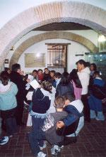 Attività didattiche coi bambini delle scuole.