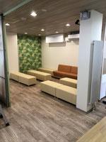 受付と予防接種・乳児健診待合室