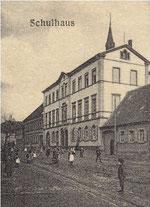 Die heutige Bolandenschule I in der Kirchstraße wurde 1874 eingeweiht (Ansicht um 1910)