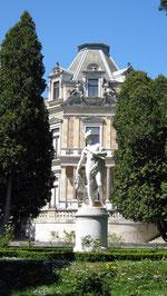 Hermesvilla, Hermes-Statue im Park