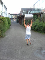 Workout mit dem Bierfass / Keg-Lifting