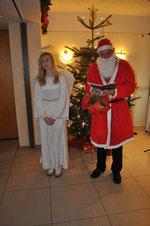 Engel mit Weihnachtsmann