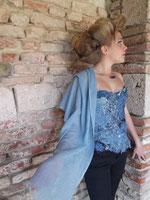 Bustier pièce unique et écharpe en laine et soie teintés à la main avec le pastel