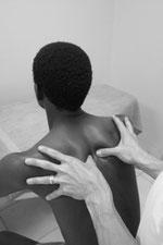 Abtasten der Brustwirbelsäule