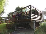 Die Terrasse mit Seeblick bereichert nicht nur die Mitglieder sondern verändert auch das Aussehen des Vereinshauses.
