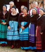 Die Mönchguter Trachtengruppe, die in diesem Jahr ihr 125-jähriges Bestehen feiert, wird drei historische Tänze zeigen. © Mönchguter Museen, Quelle: www.ostsee-zeitung.de
