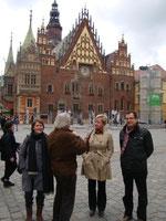 TeilnehmerInnen vor dem Rathaus in Wroclaw
