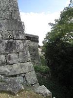 Zigzag stone wall
