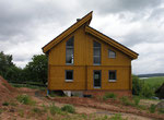 Moderne Architektur aus finnischer Polarkiefer - Wohnblockhaus mit Pultdach - Blockhausbau - Ausbauhaus - Rohbauhaus - schlüsselfertig