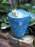 blaue Urne selber gestaltet  besonderes Urnen Motiv