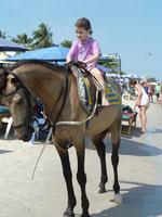 Sienas erster Ritt auf einem Pferd!