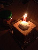 友人がケーキを作ってくださいました。美味しく全部頂いてしまいましたが...甘い、やさしい味はずっとずっと心に残ります...!ありがとうございました!