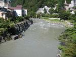 川治温泉街の増水状態