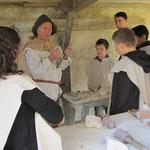 Démonstration de taille de pierre au château d'Eaucourt sur Somme picardie visite scolaire et tout public