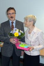 Detlef Ehrig dankte Angelika Matthes für ihr Engagement. Foto: Ulrichs