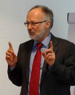 Professor Dr. Gerhard Kreutz stellte die Hochschule Emden-Leer vor. Fotos: Ulrichs
