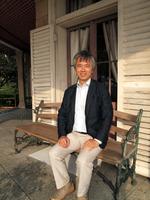 100年以上前の椅子で吉田副館長