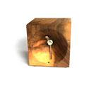 Schreibtischuhr aus Nussbaumholz mit Funkuhrwerk