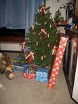 und legt ihn unter den Baum ♥