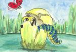 Raupe guckt aus Ei