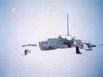 """Судно """"Дора"""" японской постройки во льдах Кармакульского залива. На мачте натянули IV на 7МГц."""