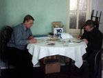 """Еще один """"родитель"""" """"Гладбекского соглашения"""" Виталий Шишелов UA9XW (слева) - руководитель Секретариата. Ему помогает Сергей Костин UA9XK."""