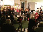 Représentation à la Médiathèque, le 11 décembre 2014. Les enfants lisent des extraits.