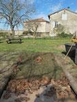 Il faut encore surmonter cette lasagne d'une couche de terreau et compost, et pailler. Attendre 15 jours avant de semer, planter !