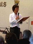 Dr. Terue Mizonobe-Schulze führt routiniert durch das Programm