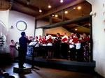 Soichi Kobayashi dirigiert den Chor in bewährter Weise