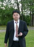 Man sieht förmlich, wie schwer die Verantwortung auf unserem Chorleiter Soichi Kobayashi lastet :-)