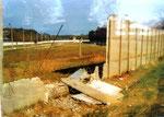 so sah der trostlose Grenzstreifen unmittelbar nach dem Fall der Mauer aus...