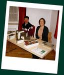 Büchertisch der Peitinger Buchhandlung am Bach