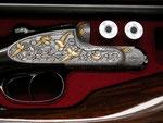 Auf beiden Waffen sind neben Ornamenttauschierungen auch 40 Tierstücke aus Gold zu finden.