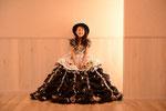 新作ドレスが入荷したとたん、写して攻撃に・・・。新しいスタジオで良い練習になりました。