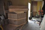 7月6日。お客様の休憩スペースに置くベンチが届いてきました。特注の6角形。
