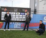 Vater und Sohn – Zweitliga-Schiedsrichter Alexander Sather (links) und Papa Harald (mitte)