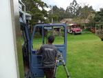 Sicherheitsfolien für die Scheiben werden installiert